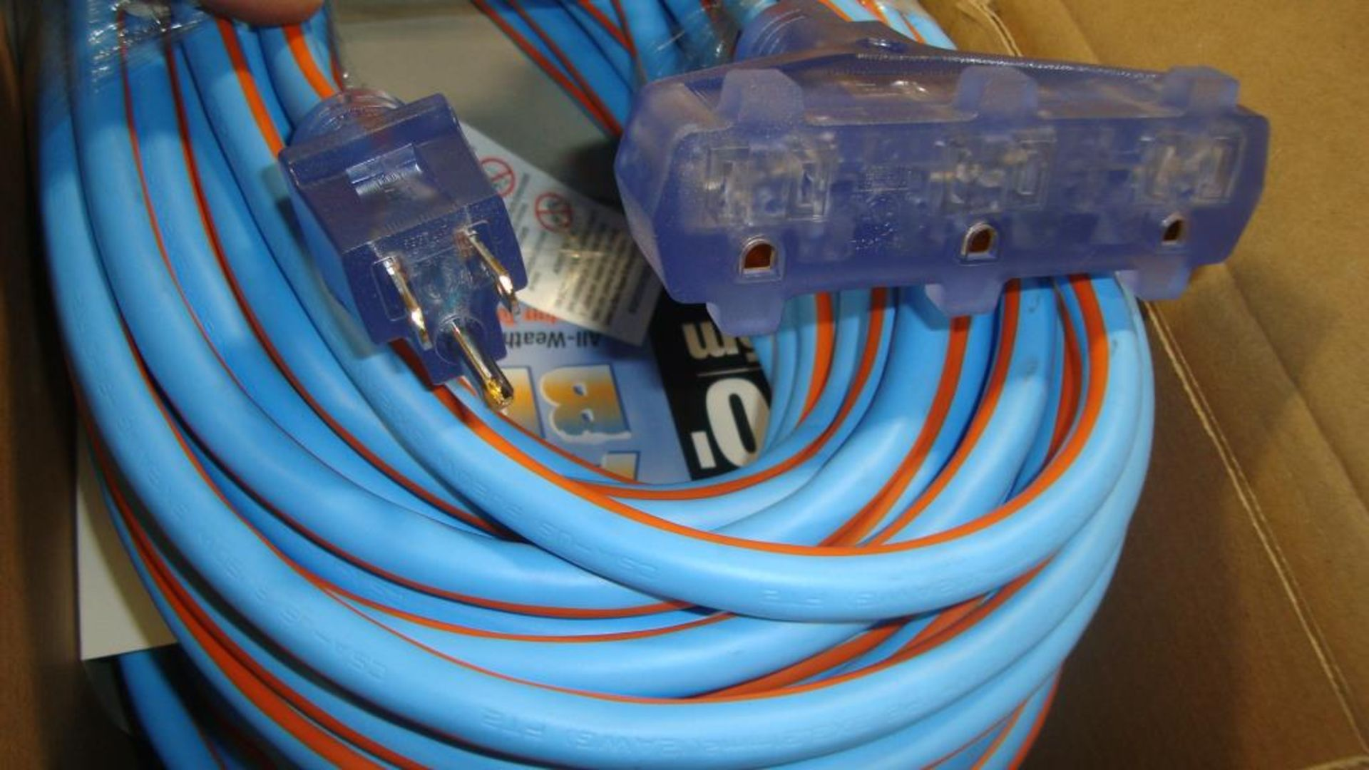 Extension Cords. Lot: 90 Total (30 Boxes - 3 ea.) Prime Wire & Cable pn# LT630835 Arctic Blue 100 - Image 4 of 9