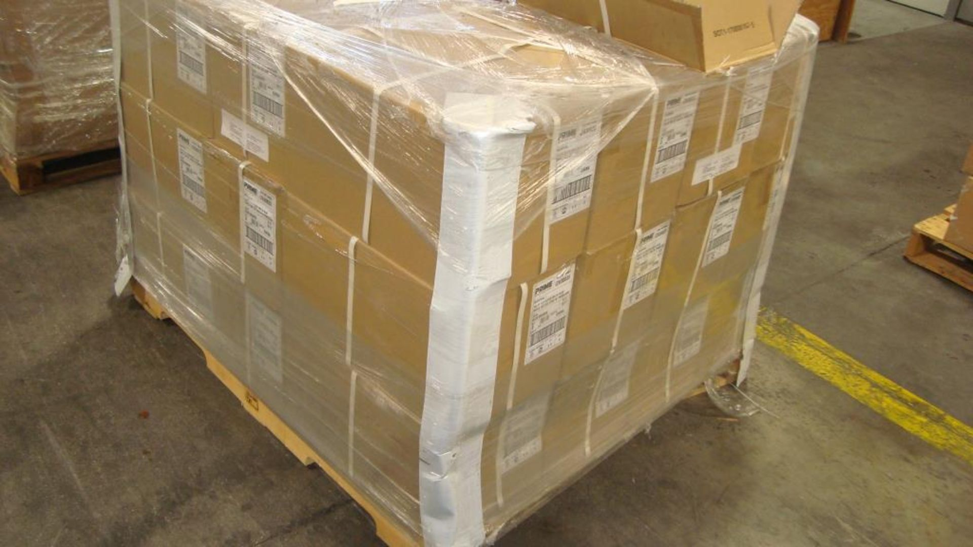 Extension Cords. Lot: 90 Total (30 Boxes - 3 ea.) Prime Wire & Cable pn# LT630835 Arctic Blue 100 - Image 7 of 9