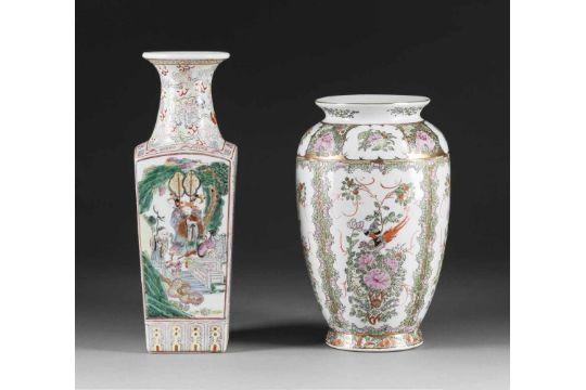 Zwei Vasen China 20 Jh Porzellan Polychrome Aufglasurbemalung H