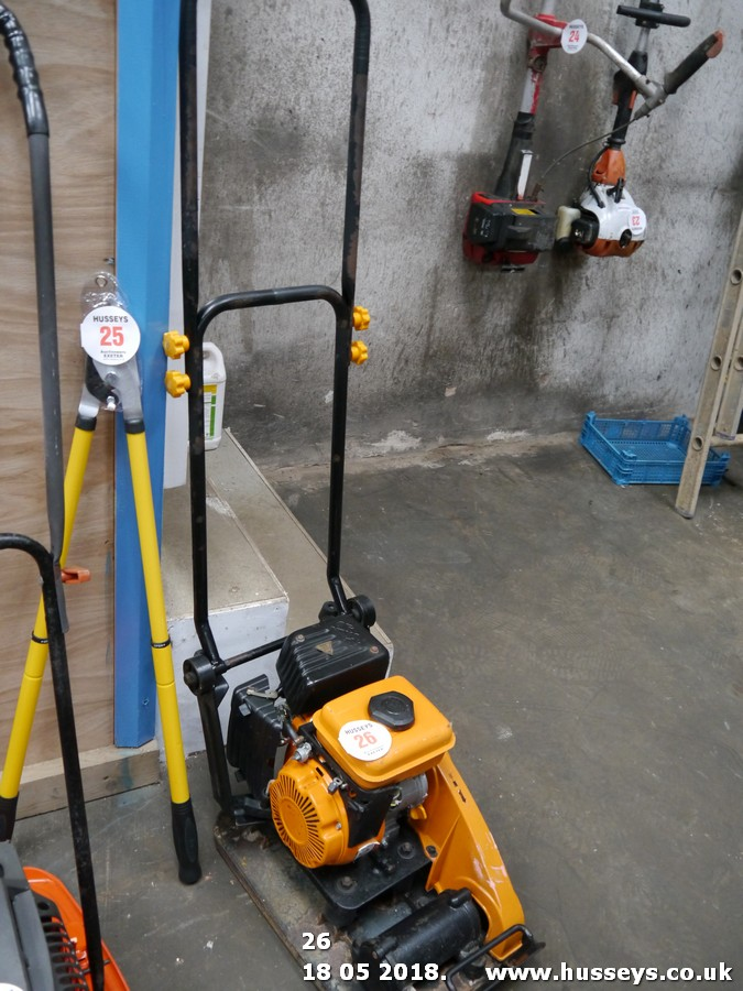 Lot 26 - COMPACTOR PLATE
