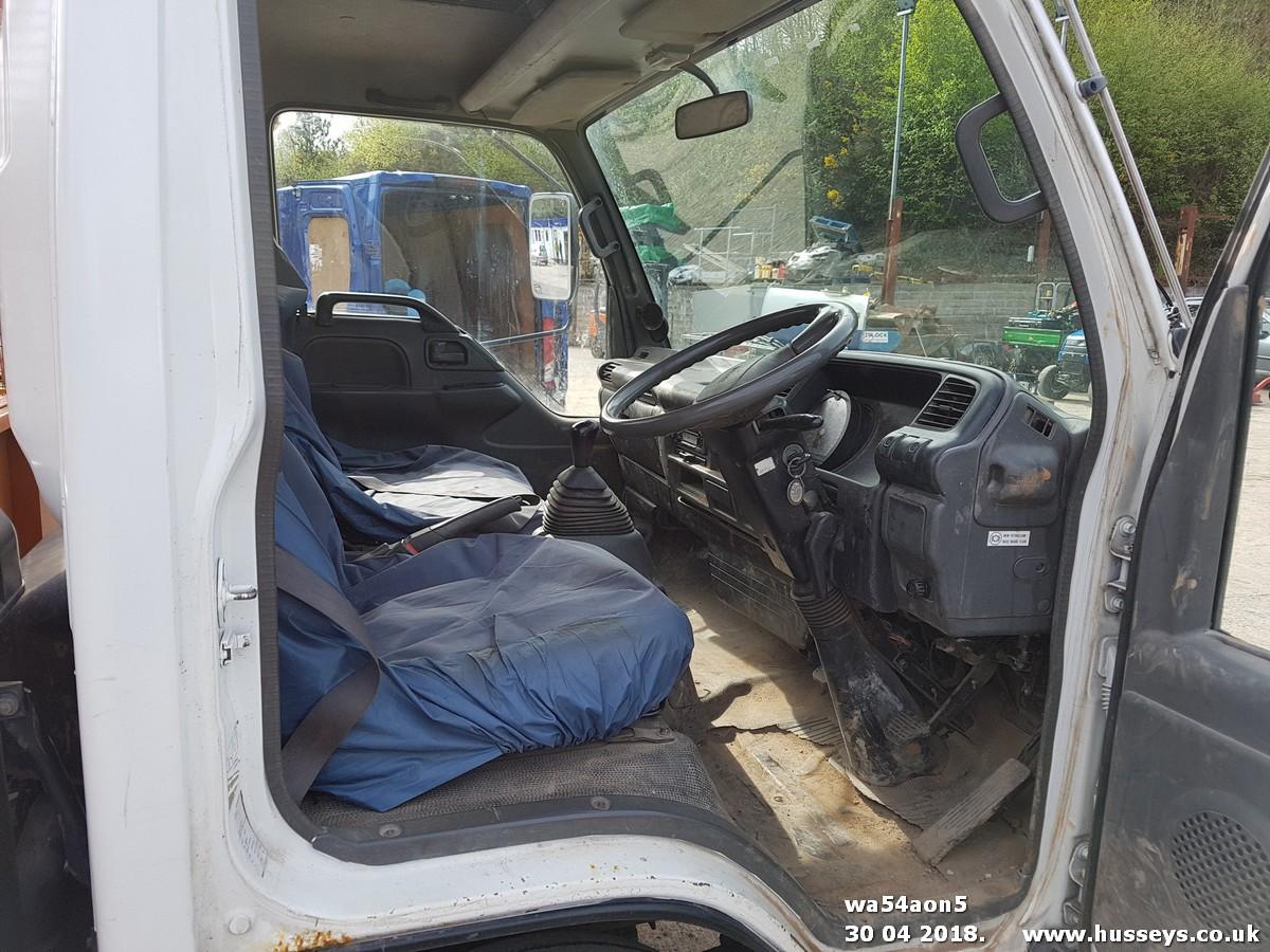 Lot 1502 - 2004 ISUZU NQR70 FLAT BED LORRY