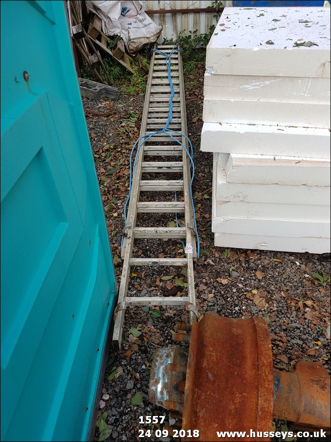 Lot 1557 - DLB EXTENDING LADDER