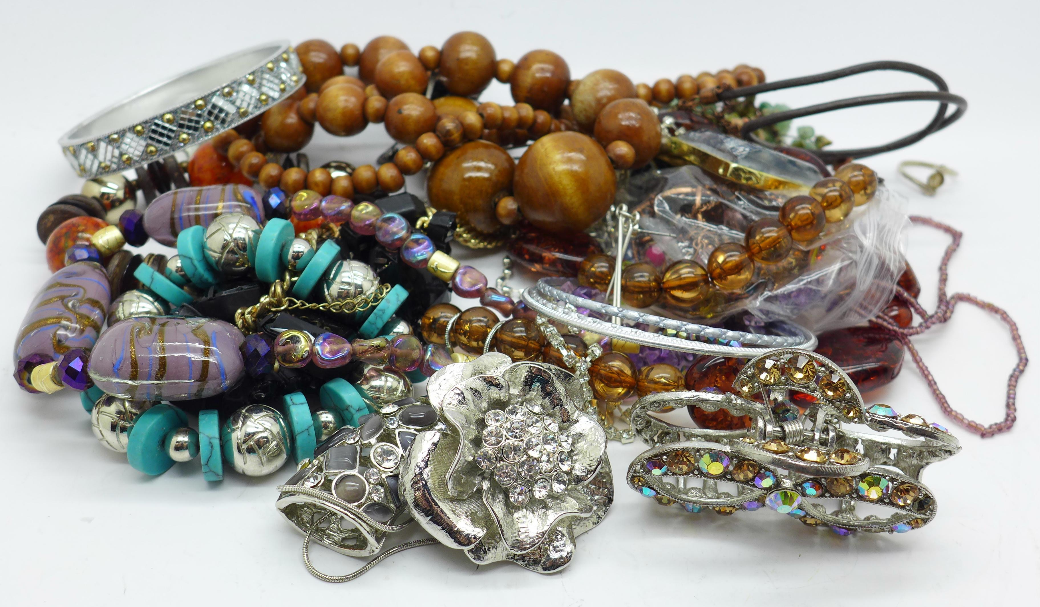 Lot 619 - Fashion jewellery, 0.
