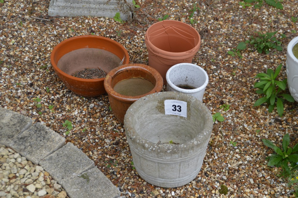 Lot 33 - A mixed lot of small planters