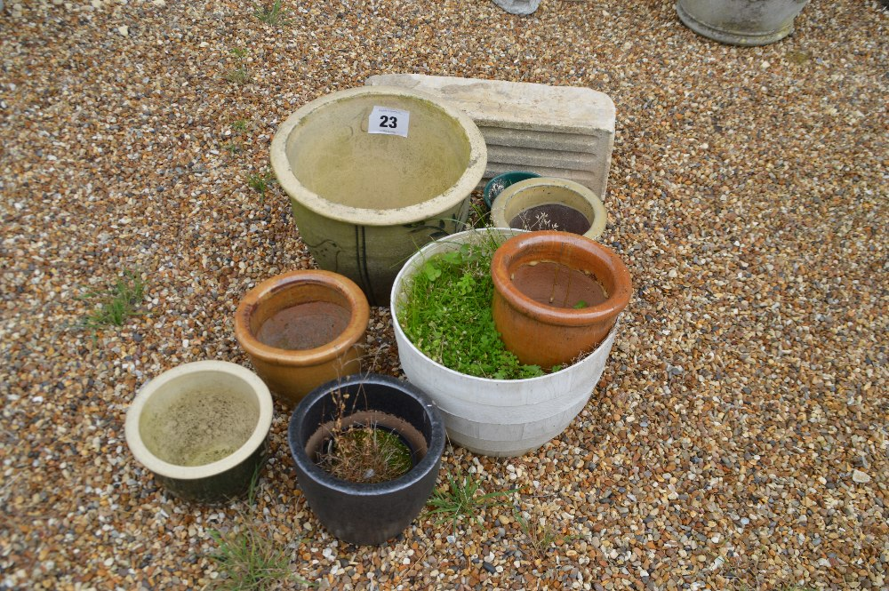 Lot 23 - A mixed lot of planters