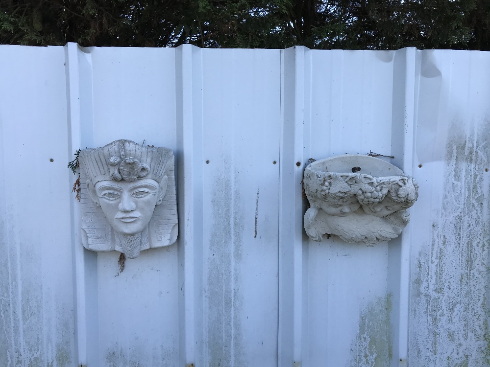 Lot 3 - 2x hanging wall planters