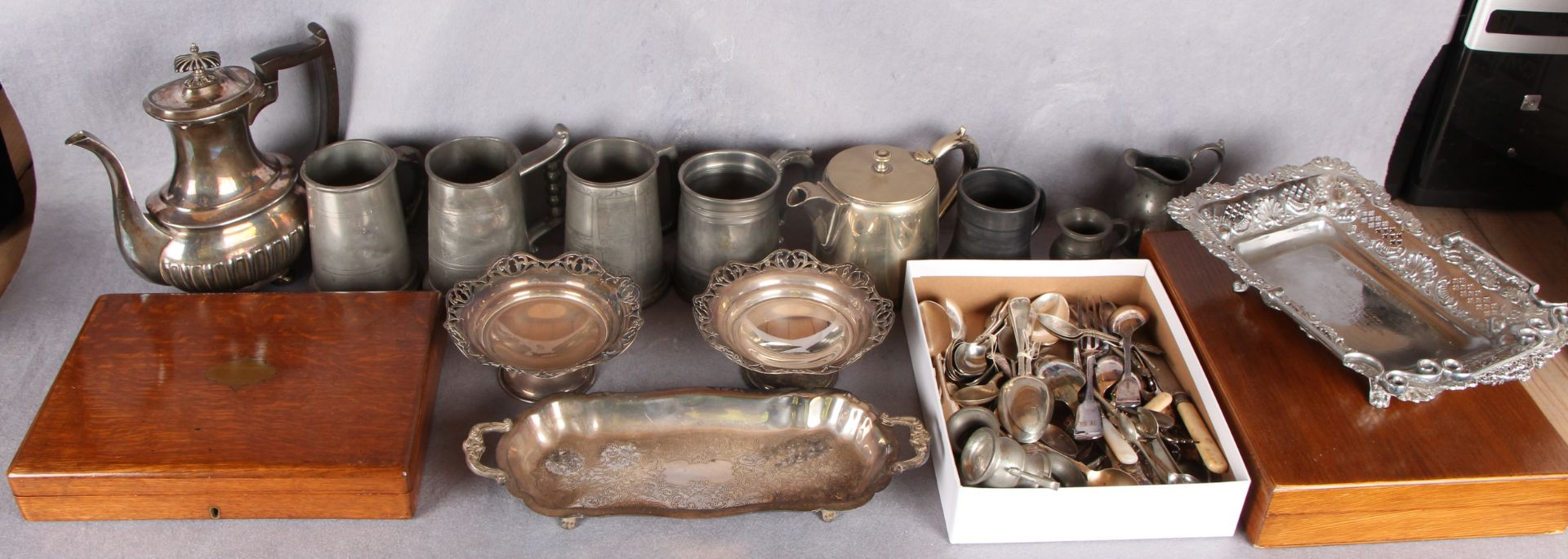 Lot 2 - A quantity of plated wares,