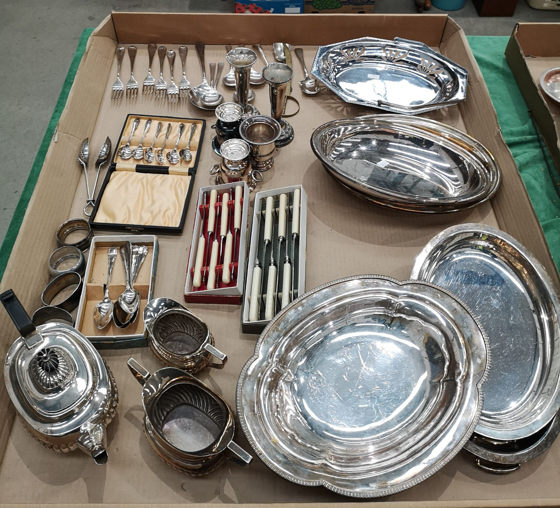 Lot 28 - Contents to tray - large quantity of assorted plated ware - 3 piece tea set.