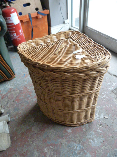Lot 52 - Small Linen Basket
