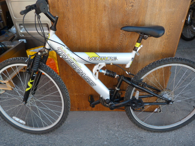 Lot 6 - Trespass Adventure Dual Suspension Mountain Bike