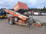 Lot 2105 - SELF PROPELLED ELEVATOR