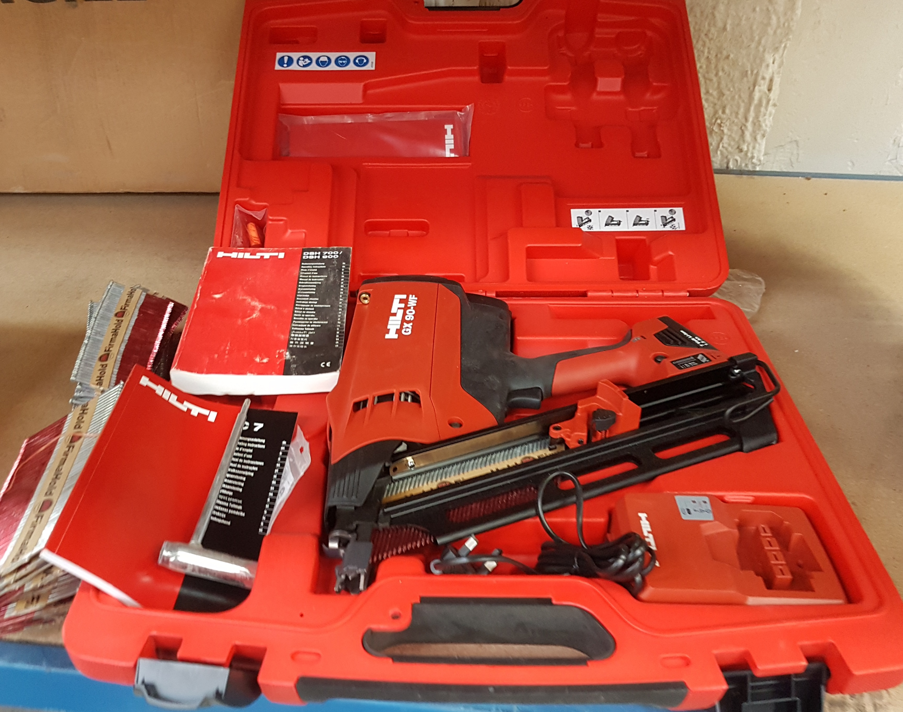 Lot 122   1 X Hilti GX 90 WF Framing Nail Gun   Includes Case