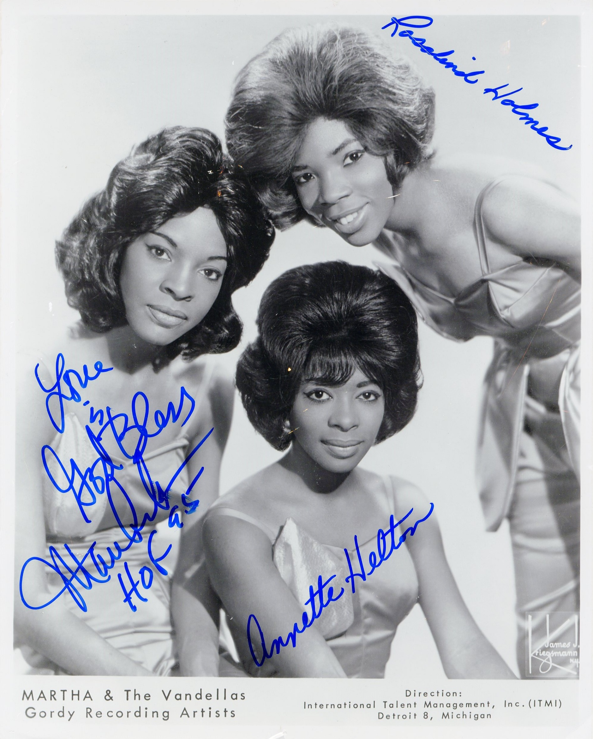 Lot 133 - MARTHA & THE VANDELLAS: American female