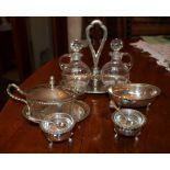Set da tavola in argento composto da oliera, due saliere con interno in vetro, zuccheriera e