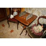 Tavolino da gioco intarsiato con scacchiera, cm. 60x60xh72, fine'800