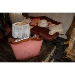 Salotto composto da due poltrone e un divano a tre posti, anni'70