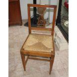 N. 4 sedie con schienale a lira e seduta in paglia (V.F. 901 / 4063)