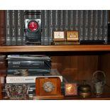 Lotto di tre orologi, cestino, posacenere in cristallo, luce F.S Lampredi e campanello