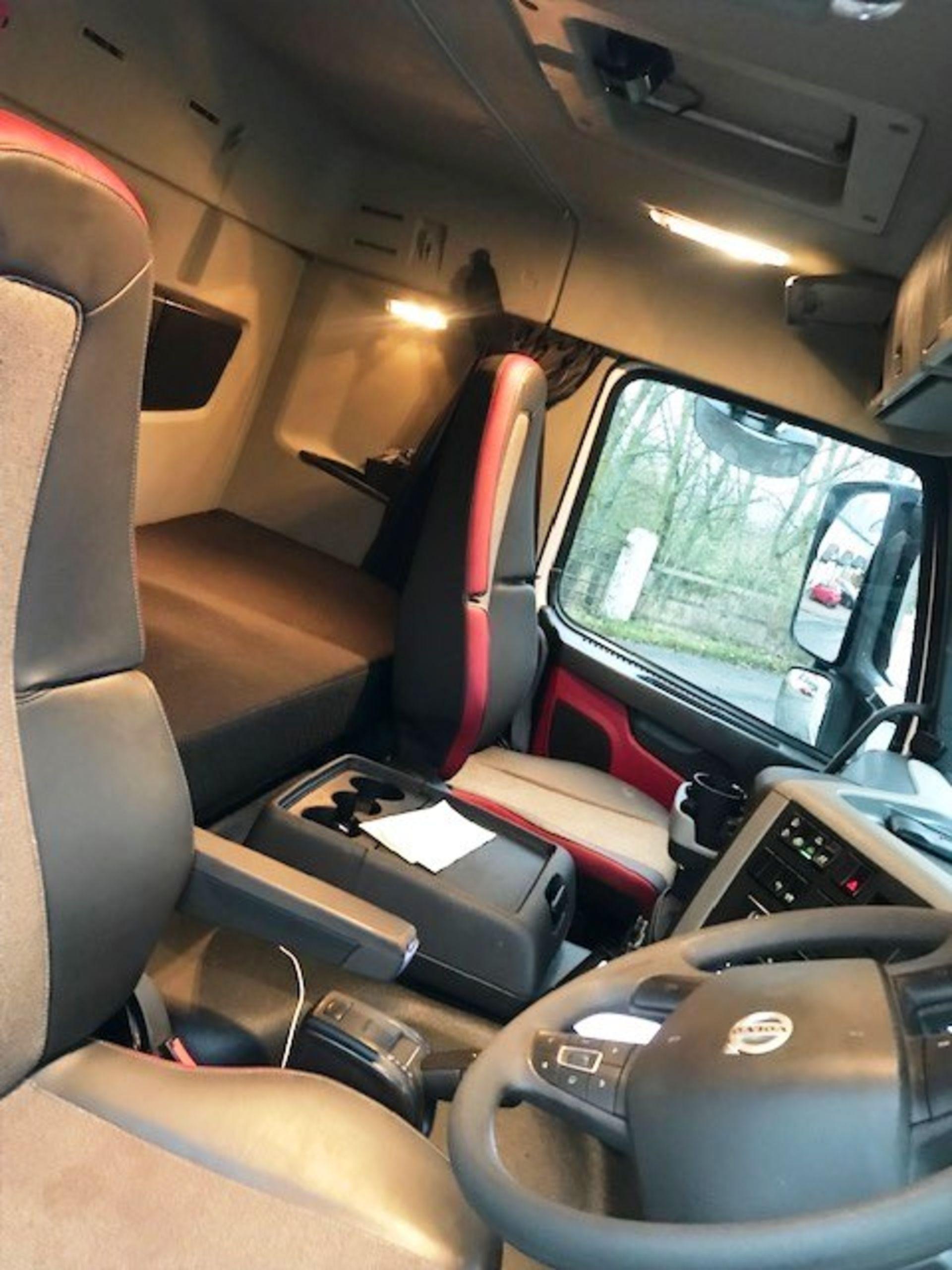 Lot 2 - 2017 | Volvo FM450 8x4 Sleeper Cab w/ Aliweld 5ft 10 Insulated Tipping Body | 170,000km