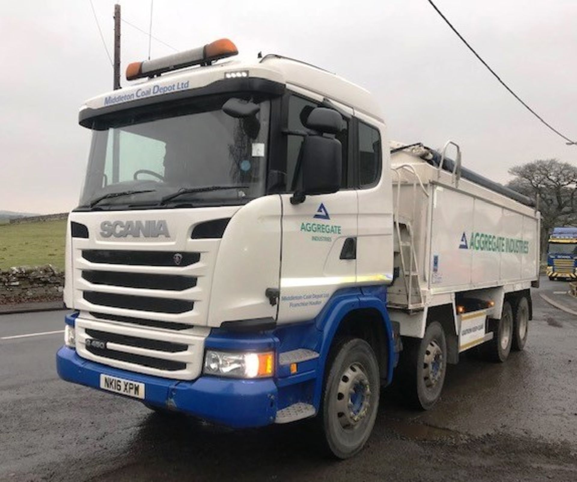 Lot 5 - 2016 | Scania G450 G-SRS Sleeper Cab 8x4 w/ Aliweld 4ft 9 Insulated Tipping Body | 330,000km
