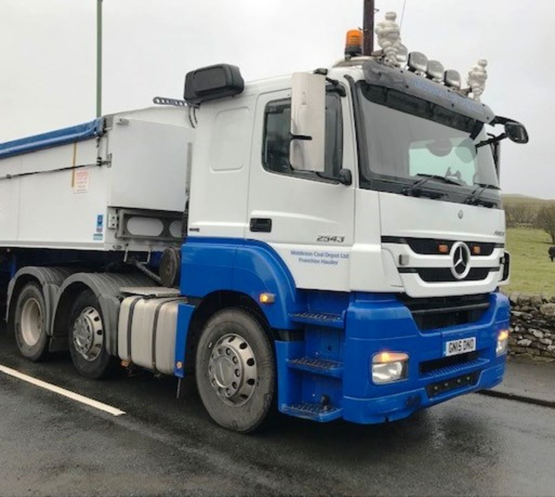 Lot 10 - 2015   Mercedes Axor 2543 Sleeper Cab   440,000km - - TRAILER NOT INCLUDED