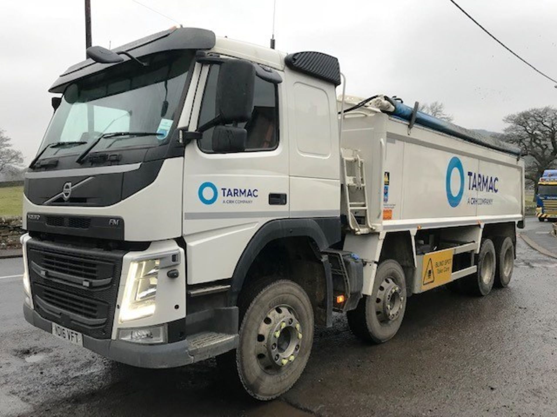 Lot 4 - 2016 | Volvo FM410 8x4 w/ Wilcox Insulated Tipping Body | 275,000km