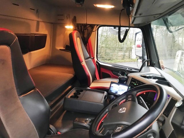 Lot 4 - 2016   Volvo FM410 8x4 w/ Wilcox Insulated Tipping Body   275,000km