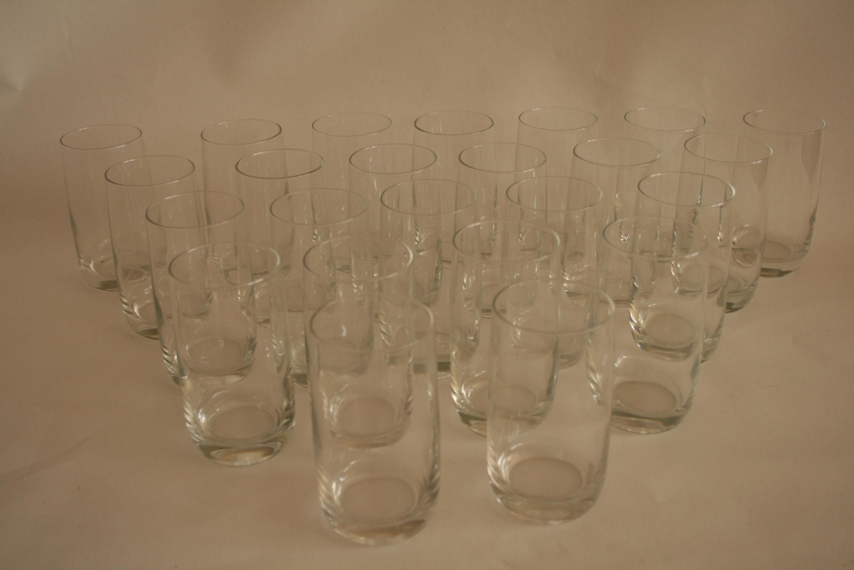 Lot 51 - Ensemble de 24 verres à eau en cristal (12,5 cm) - Set of 24 crystal water glasses [...]