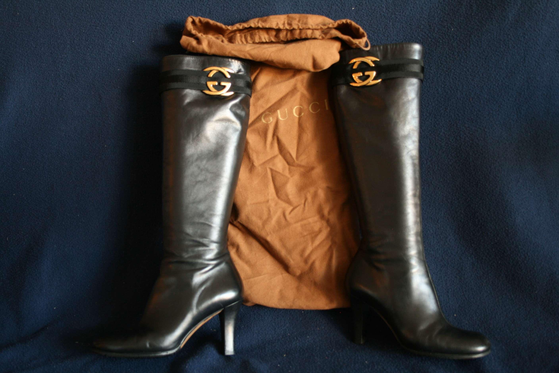 Lot 47 - Paire de bottes cavalières GUCCI, housse d'origine, taille 36,5 - Pair of boots [...]