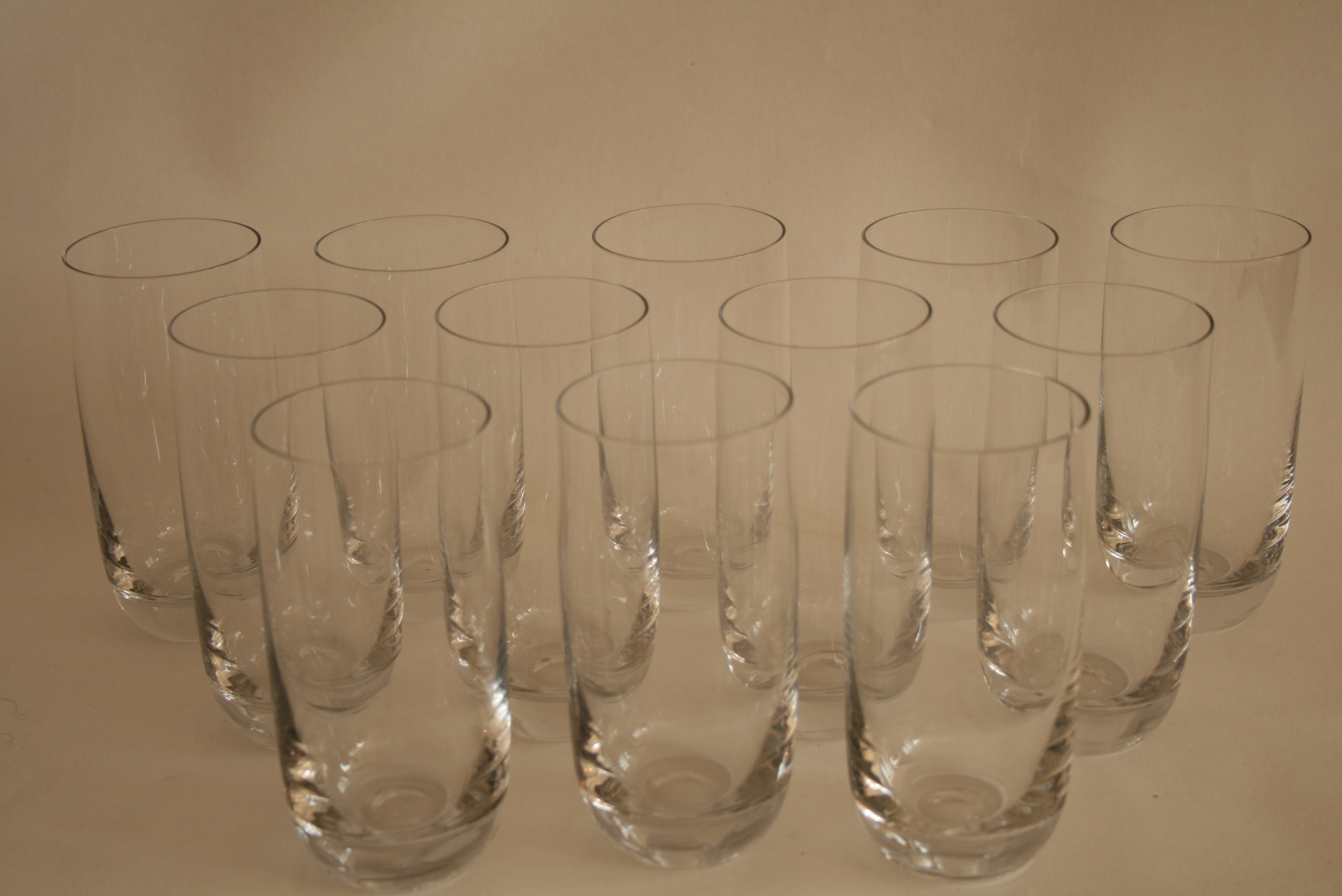 Lot 52 - Ensemble de 12 verres à eau en cristal (14,5 cm) - Set of 12 crystal water glasses [...]