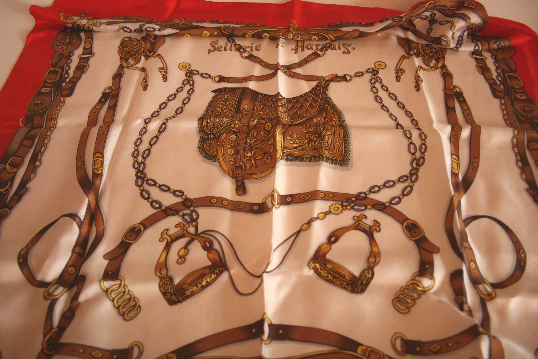 Lot 33 - Carré en soie WEYDERT, motifs de sellerie - WEYDERT silk scarf, horse saddlery [...]
