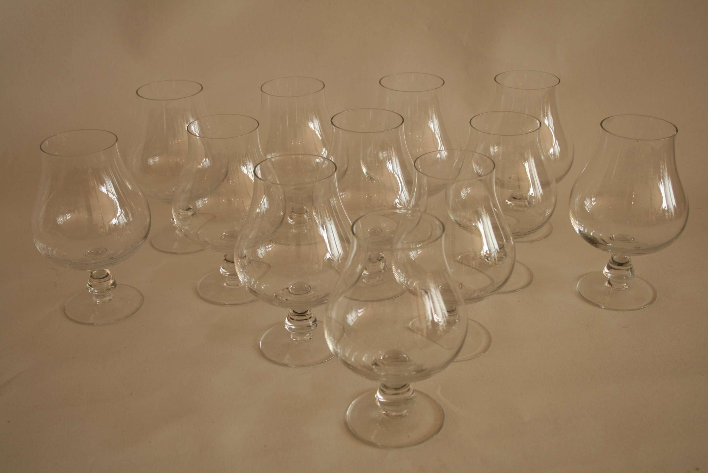 Lot 53 - Ensemble de 12 verres à cognac en cristal (14 cm) - Set of 12 crystal Cognac glasses [...]