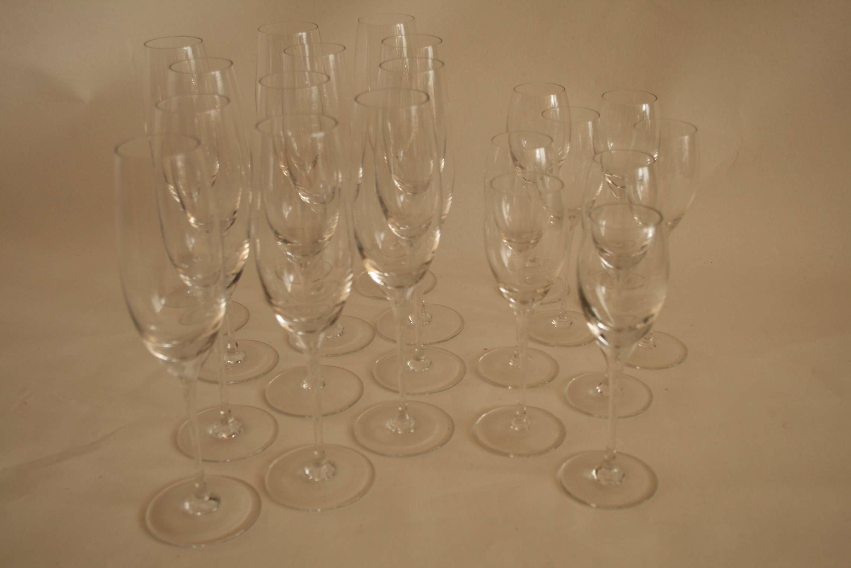 Lot 57 - Ensemble de 12 grandes coupes à Champagne en cristal (20,5 cm) et 8 petites coupes [...]