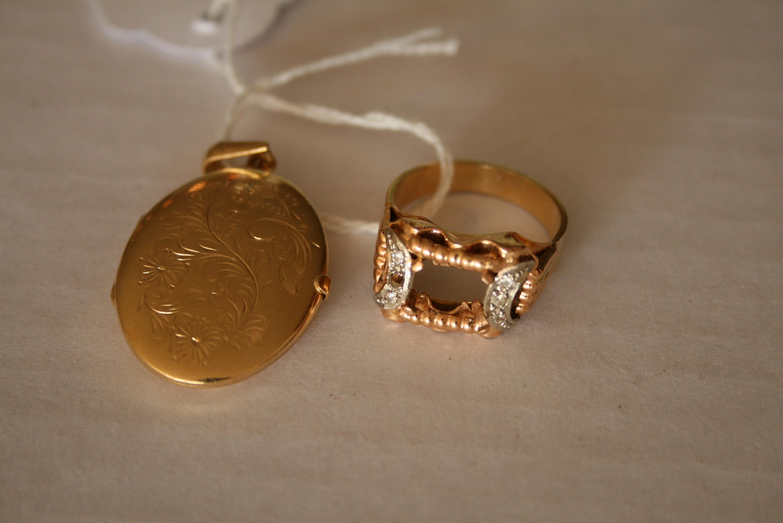 Lot 9 - Bijoux en or 750/18ct : Pendentif photo et bague sans pierre - Poids : 15 g - 750 / [...]