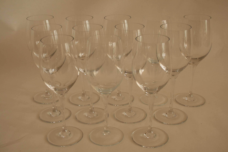 Lot 59 - Ensemble de 12 verres à vin en cristal (21 cm) - Set of 12 wine glasses (21 cm) - [...]
