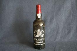Bouteille de Porto millésimé 1966 : Porto KROHN Colheita (Médaille argent 2002 au [...]