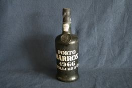 Bouteille de Porto millésimé 1966 : Porto BARROS - Port wine bottle 1966: Porto [...]