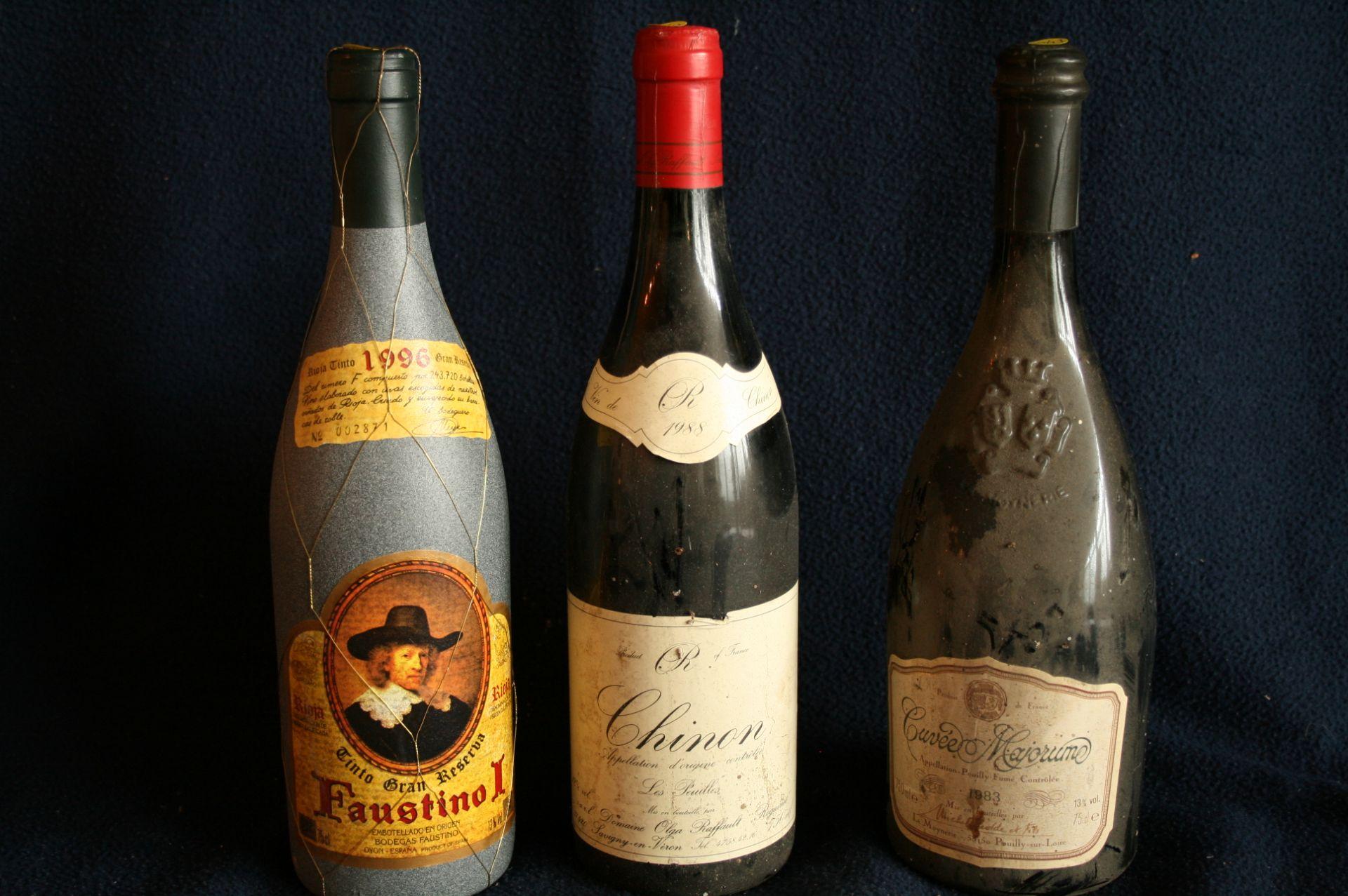"""Los 33 - 1 Bouteille de CHINON """"Les Peuilles"""", rouge, 1988 + 1 bouteille de POUILLY FUME [...]"""