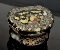 AN EARLY 18TH CENTURY TORTOISESHELL SNUFF BOX INLAID WITH MOTHER-OF-PEARL, WESTERN EUROPE.Origin: