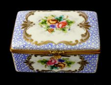 GERMANY, MID-18TH CENTURY PORCELAIN SNUFF BOX WITH GILT BRONZE MOUNTS, HAND PAINTED DECORATION.