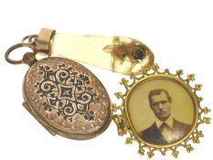 Anhänger/Brosche: Konvolut Antikschmuck 1. Medaillonanhänger aus dem 19. Jahrhundert, ca.45mm