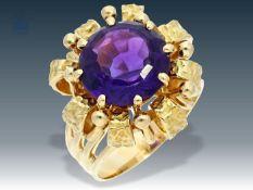 Ring: dekorativer, schwerer Goldschmiedering mit Amethyst, Handarbeit, um 1960 Ca. Ø17mm, RG53,
