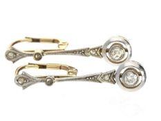 Ohrschmuck: zierliche, antike Diamantohrringe, vermutlich um 1900 Ca. 24mm lang, ca. 2,1g, 14K Gold,