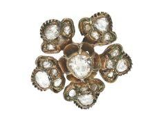 Brosche: antike Blütenbrosche mit großen Diamantrosen, vermutlich russisch 19. Jahrhundert Ca.