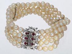Armband: 4-reihiges Perlenarmband mit weißgoldener Prunk-Schließe Ca. 18cm lang, ca. 31,5g, 14K