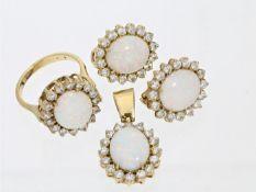 Ring/Ohrstecker/Anhänger: dekoratives Schmuck-Set mit Opalen 1. Ring ca. Ø16,5mm, RG52, ca. 5,4g,