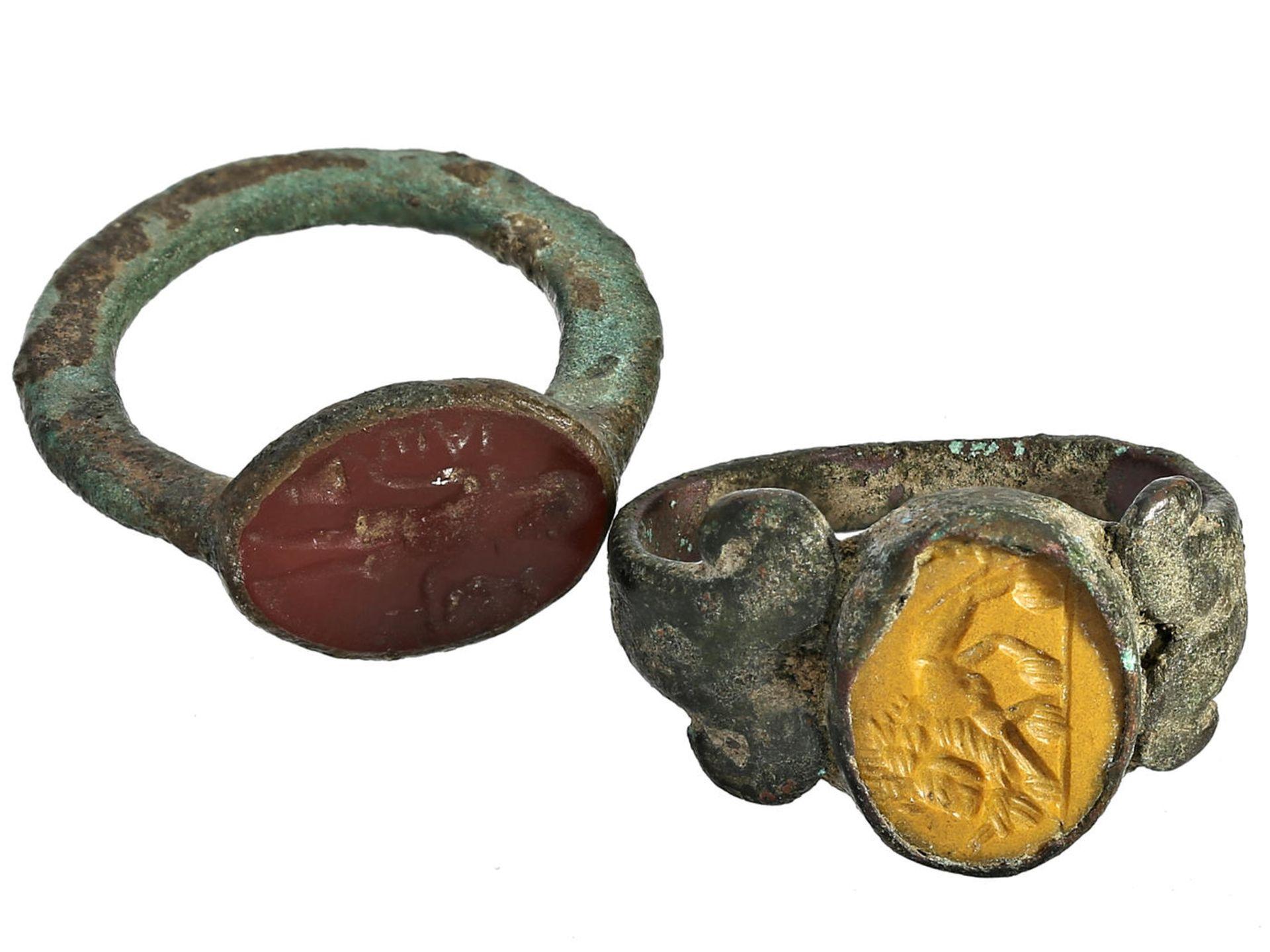 Los 6051 - Ring: seltene und sehr alte Siegelringe, vermutlich aus der Antike Patiniertes Metall, Siegelplatten