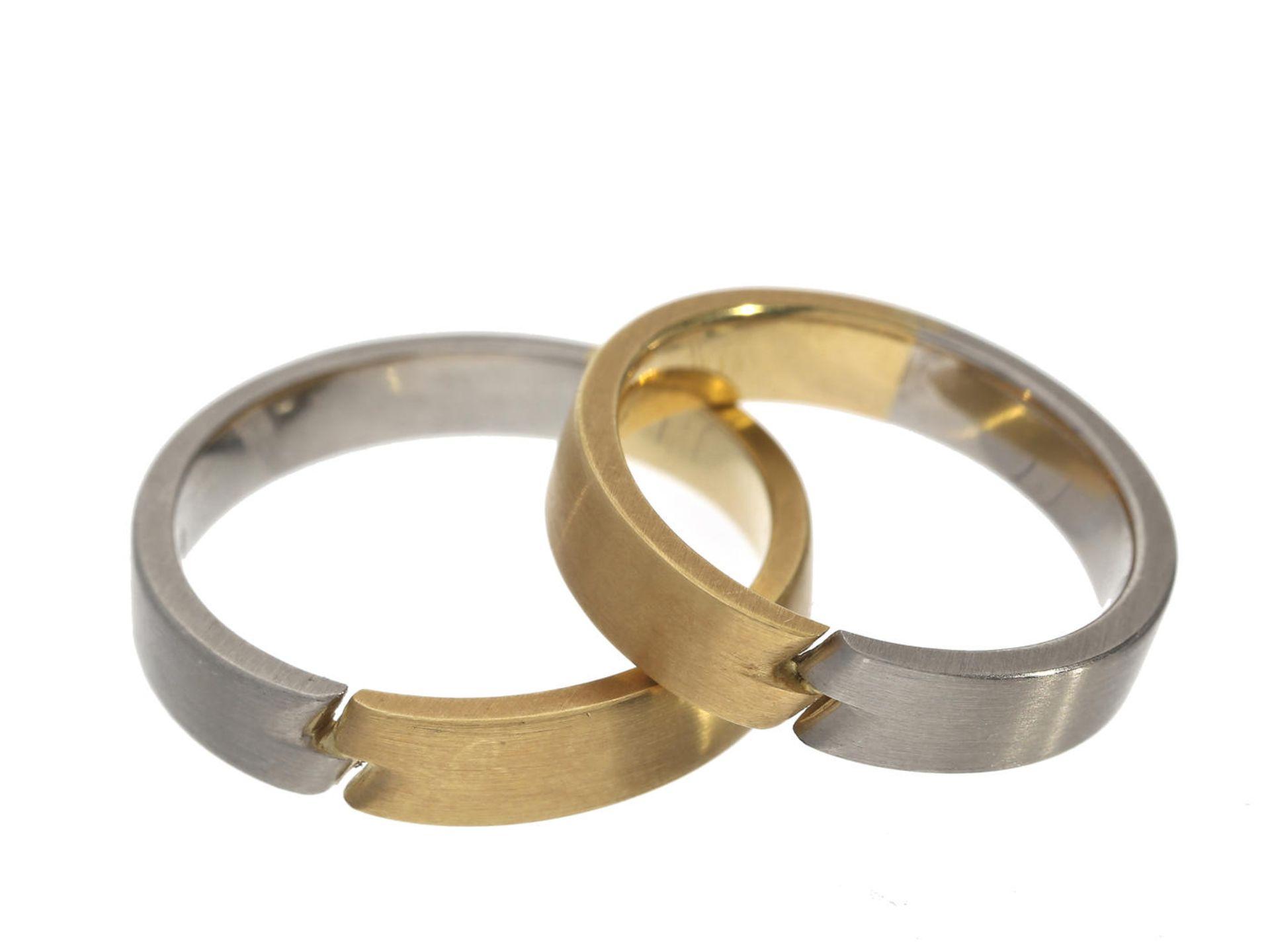 Los 6042 - Ring: ausgefallene, neuwertige Trauringe aus 18K Gold/Palladium Ca. Ø20mm und ca. Ø18mm, RG63 und
