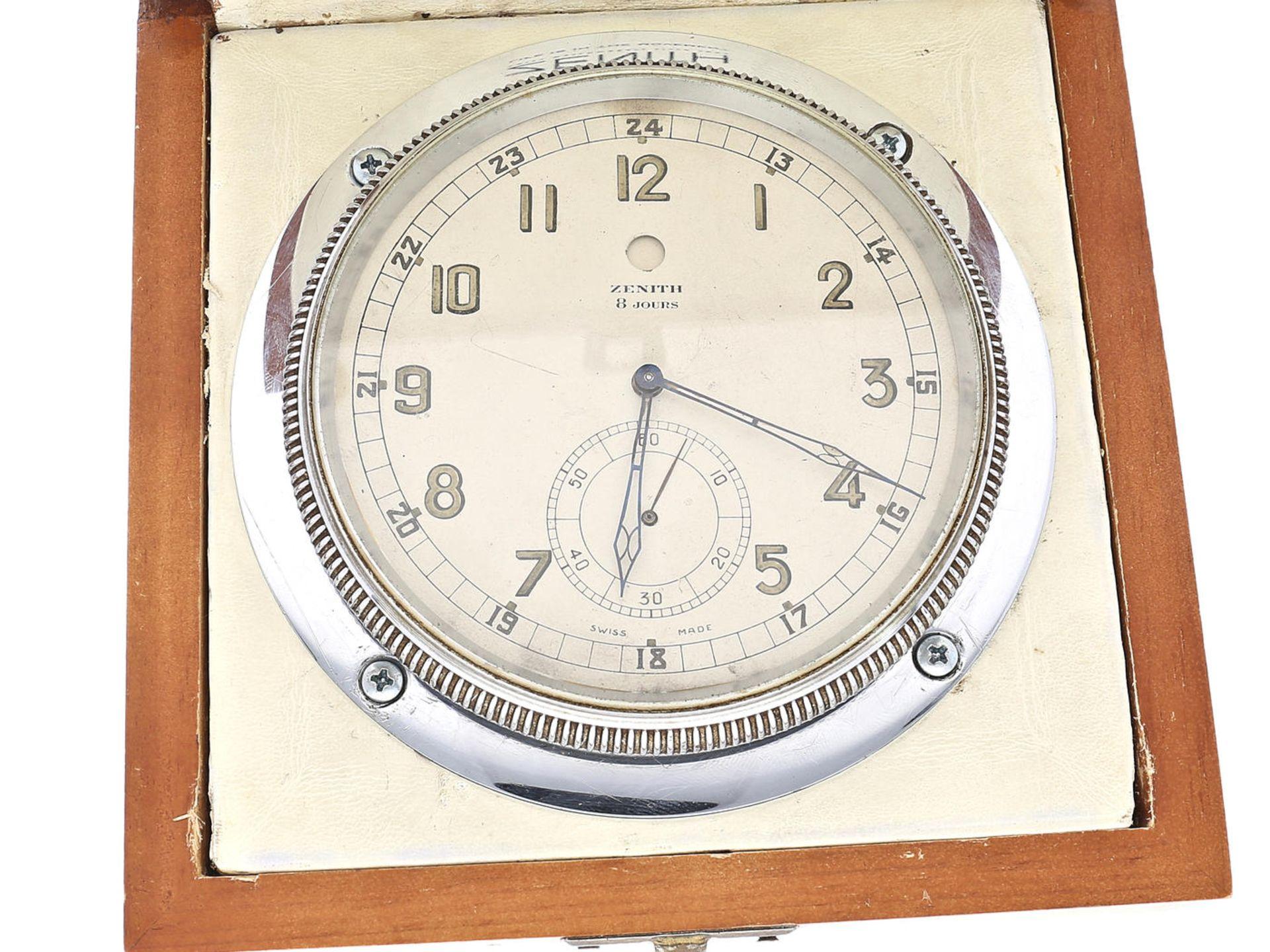 Los 6049 - Tischuhr/Borduhr: seltene Zenith 8-Tage-Uhr, ca.1950 Box ca. 14 × 14 × 7,5cm, Deckel mit Zenith-