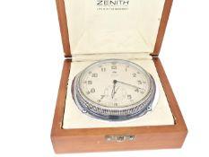 Tischuhr/Borduhr: seltene Zenith 8-Tage-Uhr, ca.1950 Box ca. 14 × 14 × 7,5cm, Deckel mit Zenith-